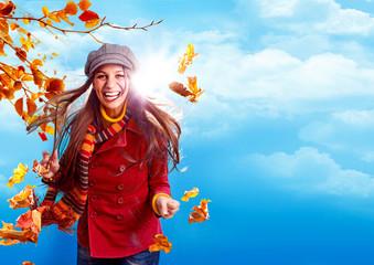 active autumn 12/ Mädchen mit Herbstblättern und Textfreiraum