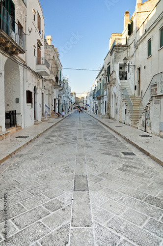 PAESE DI CISTERNINO IN PUGLIA. ITALIA - 45251908