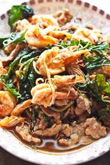 Fry basil with shrimp