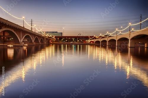 Plexiglas Brug Mill Avenue Bridges in Phoenix