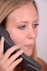 schöne frau beim telefonieren