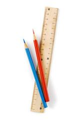白背景に定規と色鉛筆