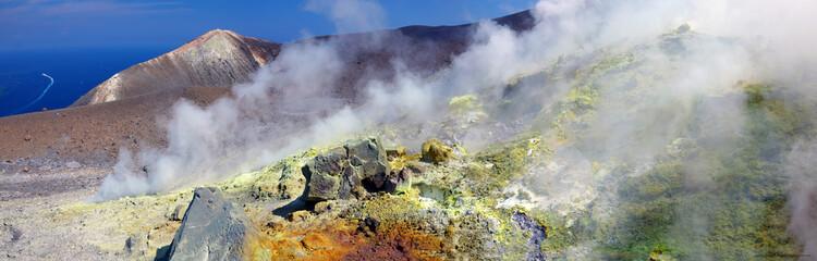 Panorama du bord du cratère de Vulcano dans les Iles Eoliennes