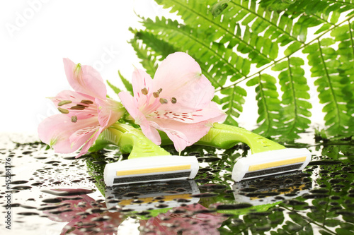 woman safety shavers with drops, leaf and flowers