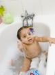 Bulle de savon dans la salle de bain