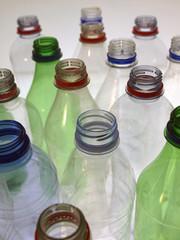leere plastikflaschen20