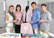 Modedesign-Team im Atelier