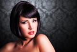 Fototapety attraktive schwarzhaarige Frau