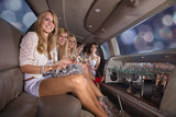 Junge Damen in Party Laune, Stretch Limousine