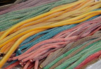 lakritz und zusckerschlangen sortiment - süßigkeiten