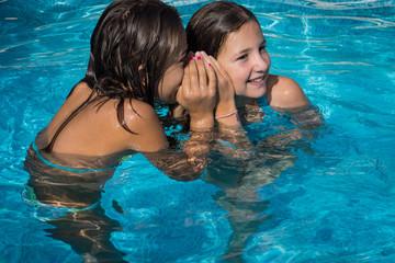 secrets dans la piscine