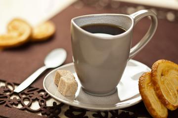 Kawa z ciastkiem francuskim
