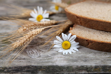 Bread, ears and daisies