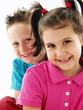 Retrato de dos niños felices.