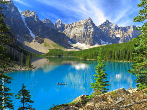 Leinwanddruck Bild Vivid hues of Lake Moraine at Banff National Park, Canada