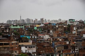 contraste favela y ciudad