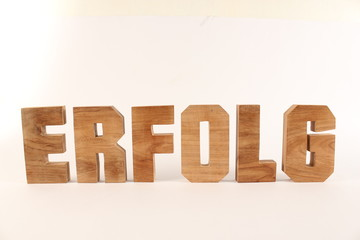 ERFOLG text animation with wooden letter version 1