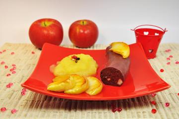 boudin aux pommes, assiette rouge