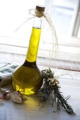 Olivenöl mit zweigen arrangement