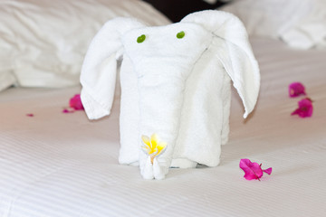 éléphant décoration de lit en serviettes pliées