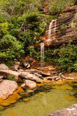 cascada y estanque en el rio