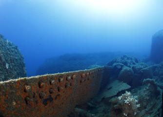 relitto nave affondata lamiere sul fondo