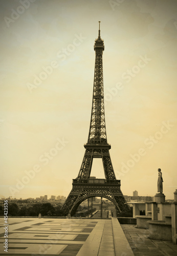 Free Eiffel Tower Picture Sepia on Eiffel Tower Sepia Vintage Retro Style    Earlytwenties  45423536