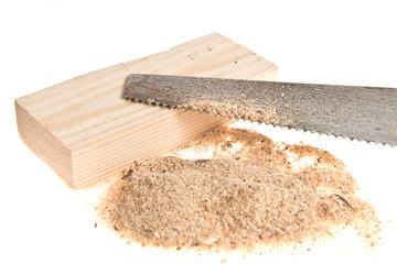Säge mit Spänen und Holz
