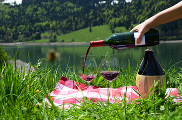 Serving wine for a picnic
