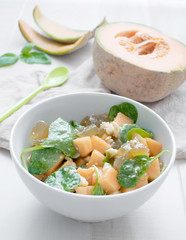 Bright salad with melon and spinach