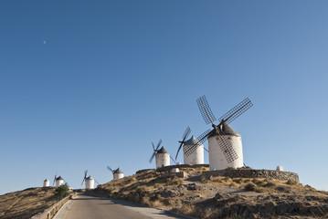 Molinos de viento tradicionales manchegos.