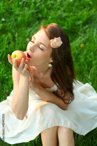 Adorable happy young lady with beautiful sappy apple
