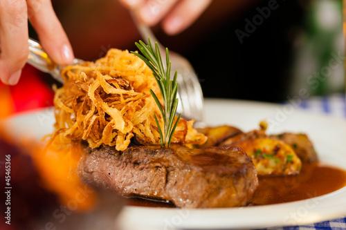 Essen in einer bayerischen Wirtschaft oder Restaurant