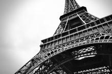 Wieża Eiffla czarno-białe piękno