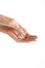 Schöne Hände mit Creme