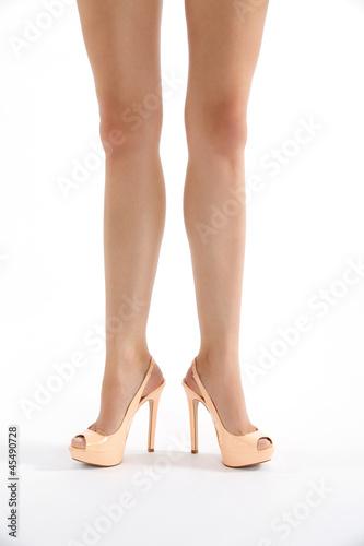 sch ne beine mit high heels in komischer pose stockfotos und lizenzfreie bilder auf fotolia. Black Bedroom Furniture Sets. Home Design Ideas