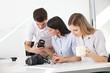 Gruppe lernt im Fotokurs