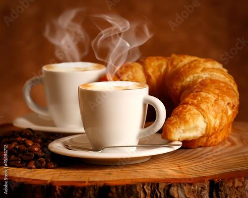 Foto op Canvas Koffie Cappuccino caldo e Brioche