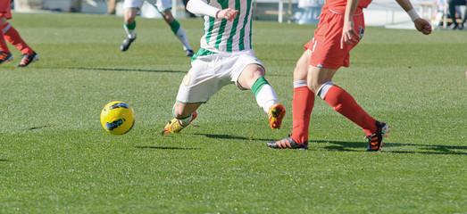 Jugador de fútbol realizando entrada