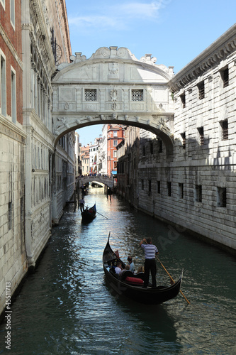 The Bridge of Sighs in Venice|45511713