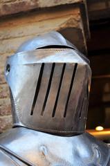 Elmo armatura cavaliere medievale