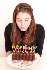 Geburtstagskind mit Kuchen