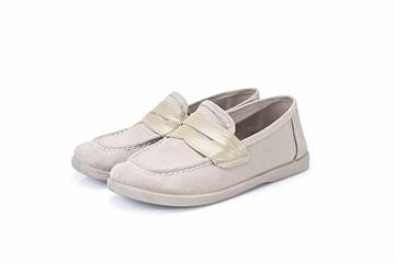 Zapatos de niño en tono claro.