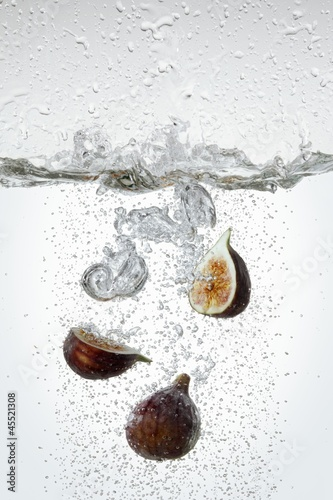 Figs in boiling water