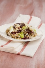 Whole-meal risotto with beetroot and leek