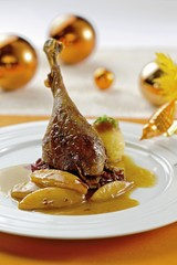 Goose leg with red cabbage, caramelised apples and dumpling