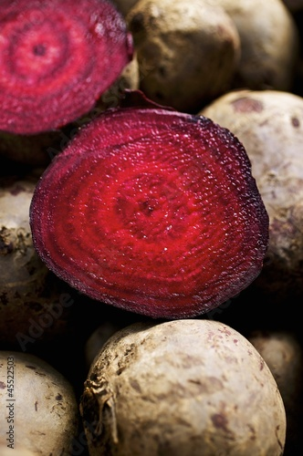 Beetroot, whole and half