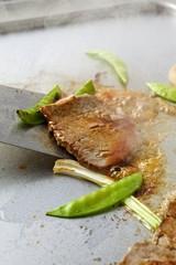 Beef Teppanyaki with mangetout (fried)