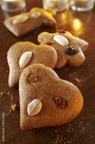 Christmas gingerbread biscuits with almonds and raisins (Lebkuchen)