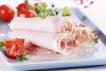 Rolls of ham in aspic with tomatoes
